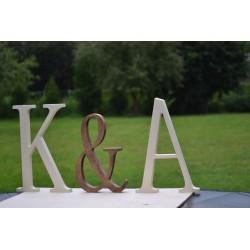 Drewniane litery stojące malowane