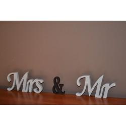 Stojący napis Mrs & Mr malowany